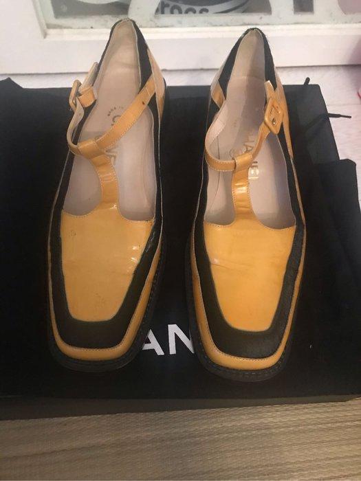 正品二手chanel亮皮復古鞋,黃/黑邊 尺寸:37