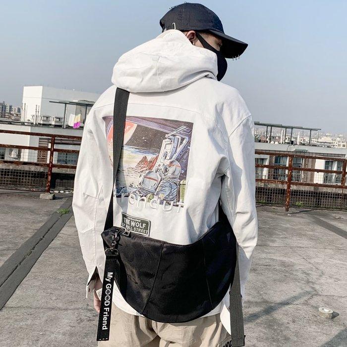 爆款熱賣-時尚潮男街頭單肩包韓版運動戶外斜跨包個性餃子包騎行挎包