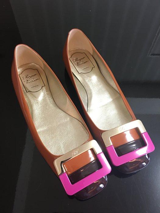 *Beauty*Roger Vivier磚紅色金色桃粉紅LOGO平底鞋  37號