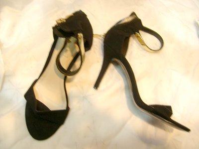 @╮全面淨空大特賣╭@一百零一元亂亂標~~黑色時尚別緻高跟鞋