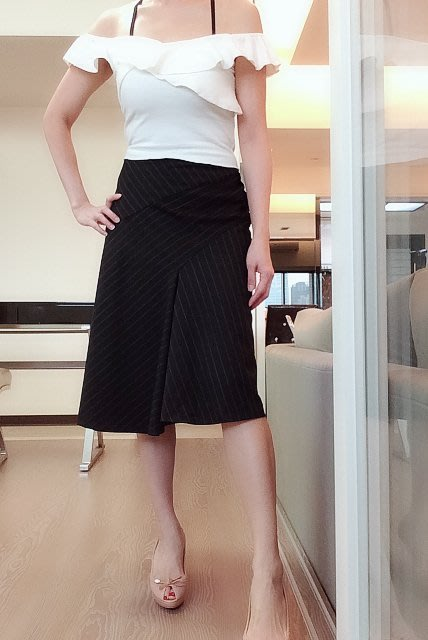 *Beauty*J&NINA黑色條紋羊毛不規則下擺裙  1500 元PH