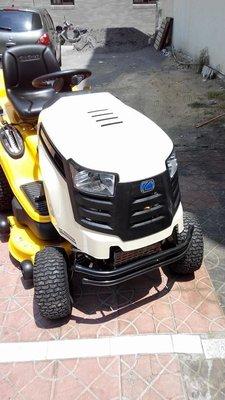 全新U-MO美國進口CUB CADET 23HP雙缸駕駛集草式割草機(四行程引擎)-----免運費*