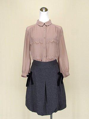 LAUGHTER CLOSET 粉裸V領長袖雪紡紗上衣M號+SYAROLAN 聖亞羅蘭灰色棉質短裙M號(64136)