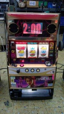 日本原裝機台SLOT 斯洛 2006年古墓奇兵-蘿拉 四號機家用電玩遊戲機.插電就可玩 非小鋼珠.打造自己遊戲空間收藏品