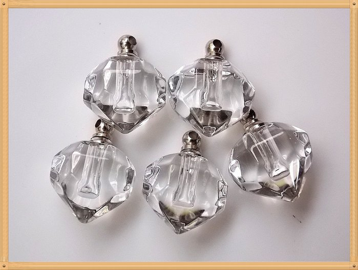 【雅之賞】*特賣*水晶瓶 /香水瓶 /舍利瓶 (5個) 吊飾 (附膠皮繩)~033110