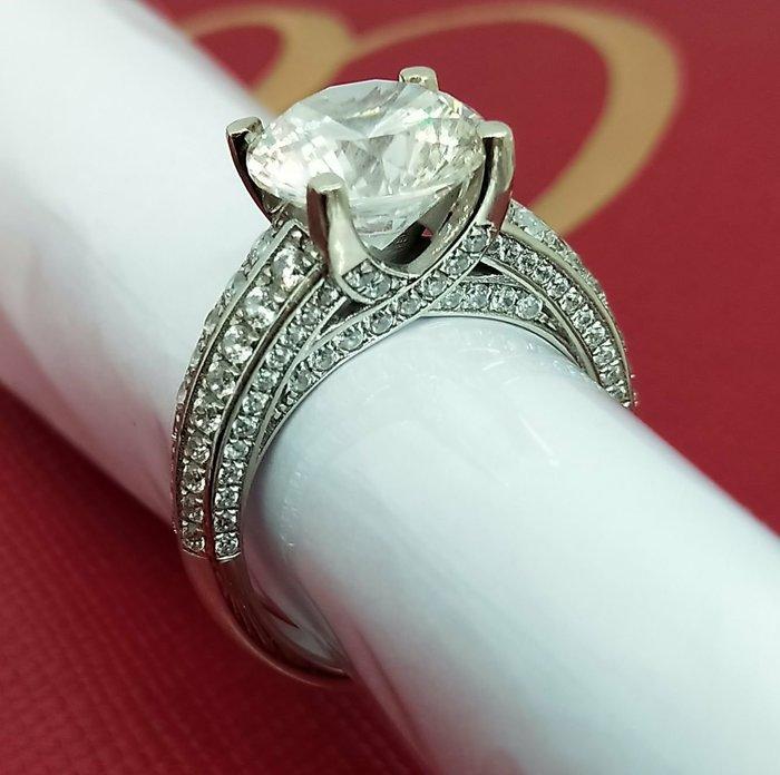 高貴鑽戒4克拉高檔925純銀包厚白金仿真鑽戒高碳鑽超閃單碳原子鑽媲美真鑽鉑金質感求婚 結婚情人節禮物鑽石莫桑鑽寶低價出清