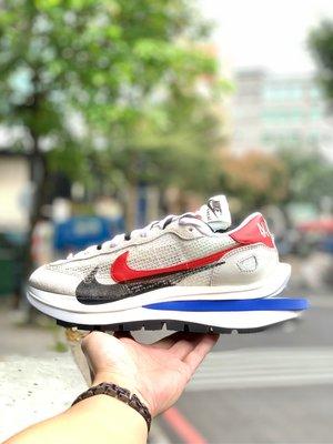 【Cheers】sacai x Nike Vaporwaffle Black/White 白紅藍 CV1363-100