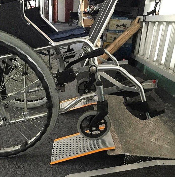 【奇滿來】無障礙坡道 30*18cm鋁合金 輕巧便攜帶式輪椅坡道板 爬坡道 門檻坡板台階板斜坡道 AYBB