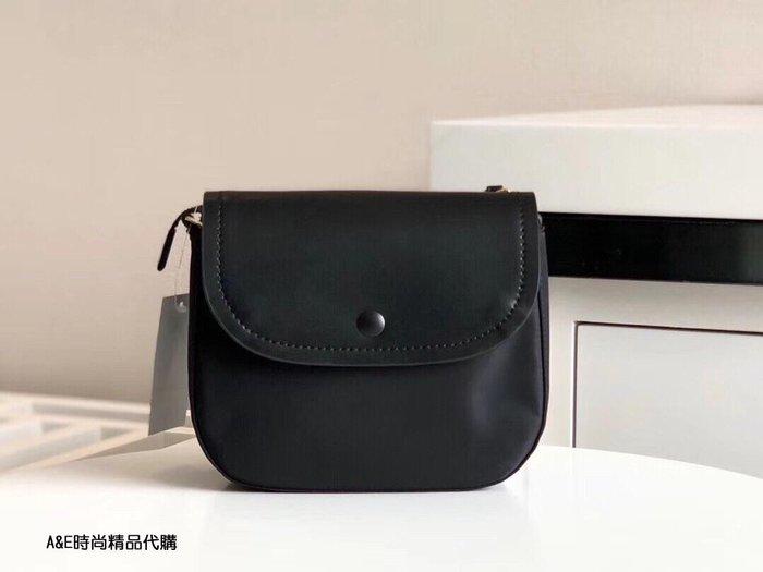 A&E精品代購agnes.b  簡約時尚 精緻品牌標誌 熱銷款黑色尼龍斜背鞍形包 日本代購