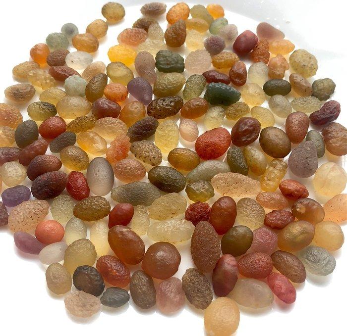 [馬克與安]新疆淖毛湖葡萄干戈壁瑪瑙原石(未打孔)⭐️重量:104g ⭐️ㄧ組價:150顆