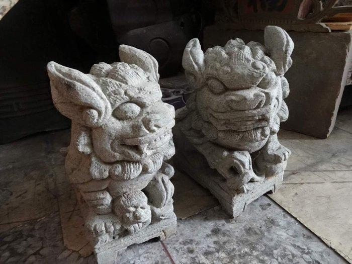 [御寶閣] 古董 文物 藝品 字畫 化石~中型 觀音石 對獅 石雕獅 老對獅 老觀音石雕 石獅子