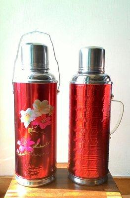 老件水銀鐵製保溫瓶,每個1250元。