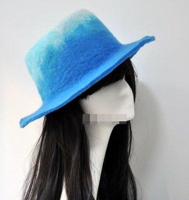 【獨立原創】手工訂製!非常快樂的女子。海間漸層推進的漣漪。藍色,手作羊毛氈捲邊爵士帽+禮帽+寬沿帽