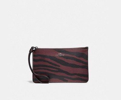 新款 COACH 39094 暗紅色 老虎紋 防刮PVC皮革 單層手拿包/零錢包 *現貨在台*