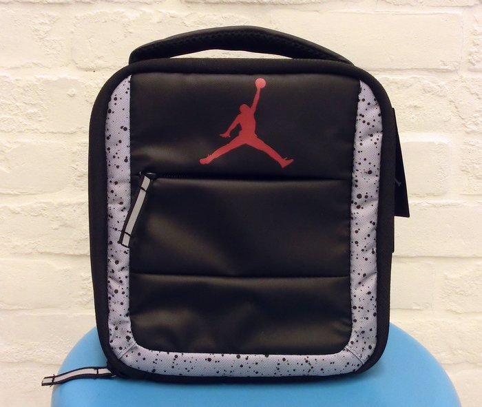 *【開學季~ 便當提袋】~~ 喬丹Jordan 便當袋~前面有小東西口袋~開學你最酷~