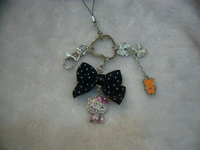 Hello kitty   可愛水鑽  造型吊飾鑰匙圈    送禮自用         ~小靜喵喵舖~