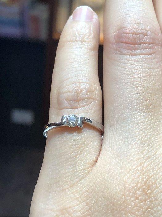 16分天然鑽石戒指,尾戒款式,簡單設計款式適合平時佩戴,現金出清價9380