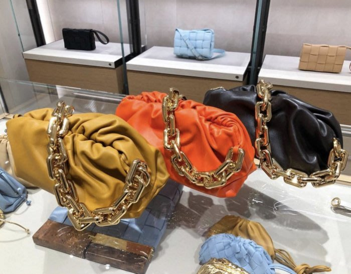 Bottega Veneta 今年最夯的包款,非雲朵包莫屬!