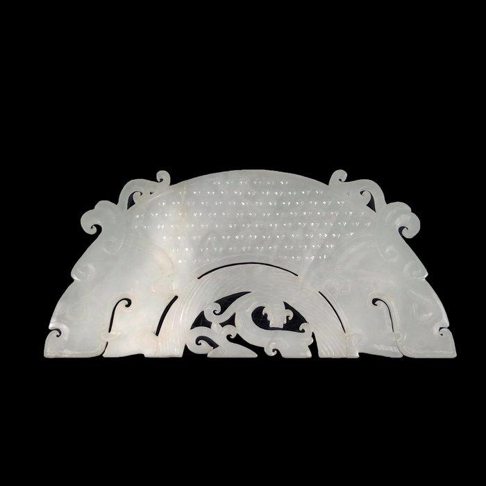 《博古珍藏》和闐羊脂白玉獸首乳丁紋玉璜.110公克.早期收藏.感恩特賣會.行家勿錯過.超值回饋