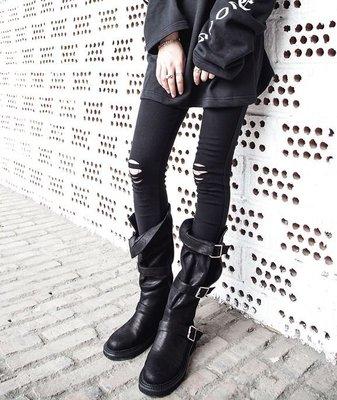 【黑店】訂製款英倫風暗黑長靴 扣帶鏤空長靴 超顯瘦個性造型長靴 個性長靴 暗黑系長靴 復古低根黑色長靴 SH127