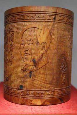 一紅豆杉一筆筒.擺件一高13.1寬10.6公分一重566公克.