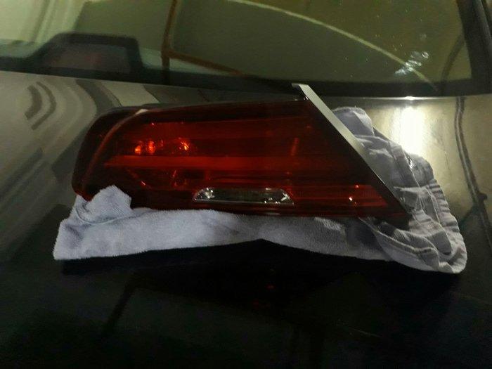BMW F06 F12 F13后箱蓋左后灯売