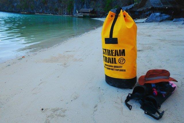 日本 STREAM TRAIL戶外防水包~YOXPLORER-YE 極地探險拳擊包 活力黃-耐操 耐重 怎麼操都完好的包