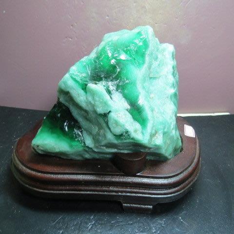 【競標網】天然罕見漂亮蘇聯綠寶翡翠原礦3.55公斤(贈座)(網路特價品、原價4000元)限量一件