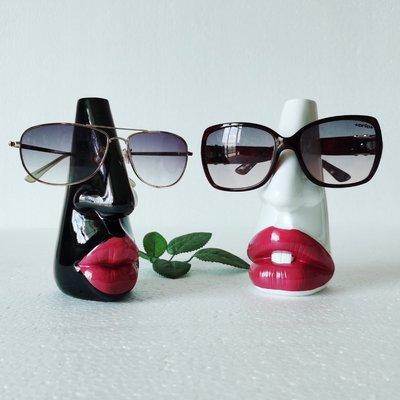 遇見❥便利店 衣秀可愛便攜墨鏡展架花器擺件眼鏡架花瓶展示架 展會展柜臺櫥窗(規格不同價格不同請諮詢喔)