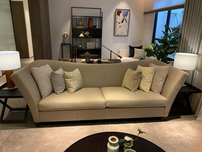 ❌已售出❌全新展示弧形沙發含六顆枕頭