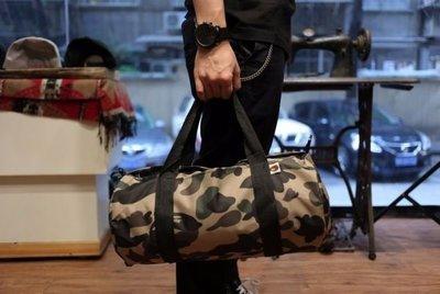 全新正品 BAPE CAMO TRUNKS SENGER BAGS 迷彩圓筒單肩包/旅行袋