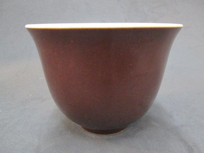 《福爾摩沙綠工場》@ 單色釉瓷杯-深棕,底款:上海市博物館 一九六二年,容量120CC 特價650元。
