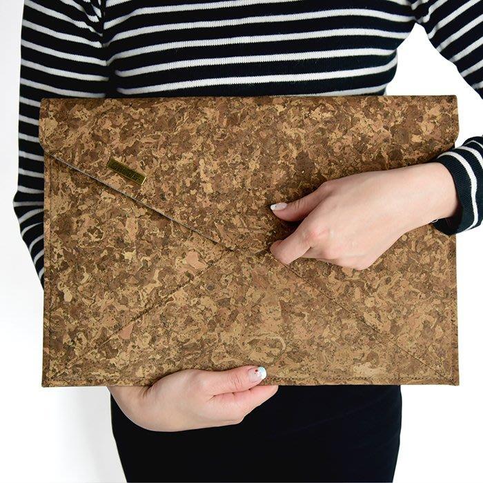 C'est Si Bon|【現貨。免運】手感軟木手拿包/信封包-炭燻迷彩紋II