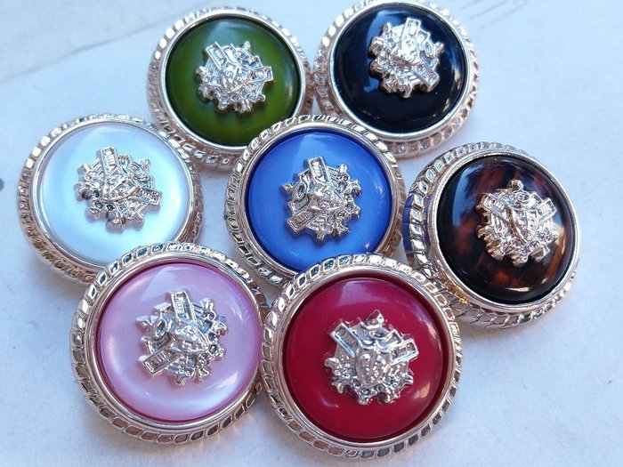 DAda緞帶‧I5028-21mm學院徽章珍珠鈕扣(自選)1個$25.高端精品