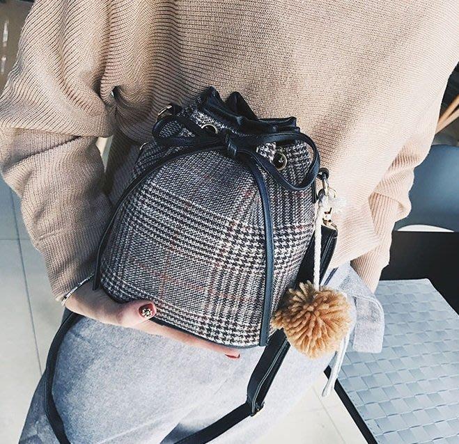 包包 側肩包 單肩包 日系格子包包 隨身小包包 單肩包 水桶包 包包 少女小挎包 (現貨)