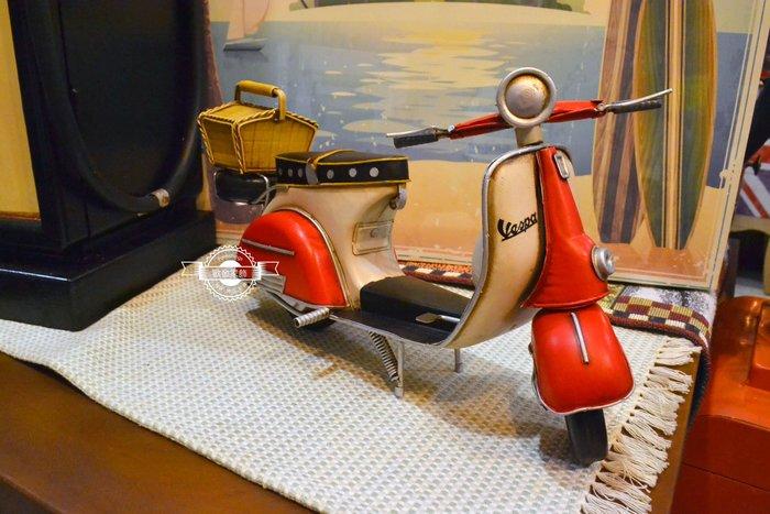 偉士牌摩托車 紅白VESPA老偉 野餐籃復古手工金屬鐵皮模型黃蜂牌速克達老爺車重機比雅久經典擺飾工藝品收藏 【歐舍家飾】