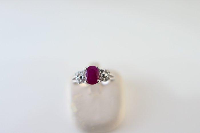 [吉宏精品交流中心]1.10克拉 緬甸 天然紅寶石 天然鑽石 白K金 造型 戒指(附證書)