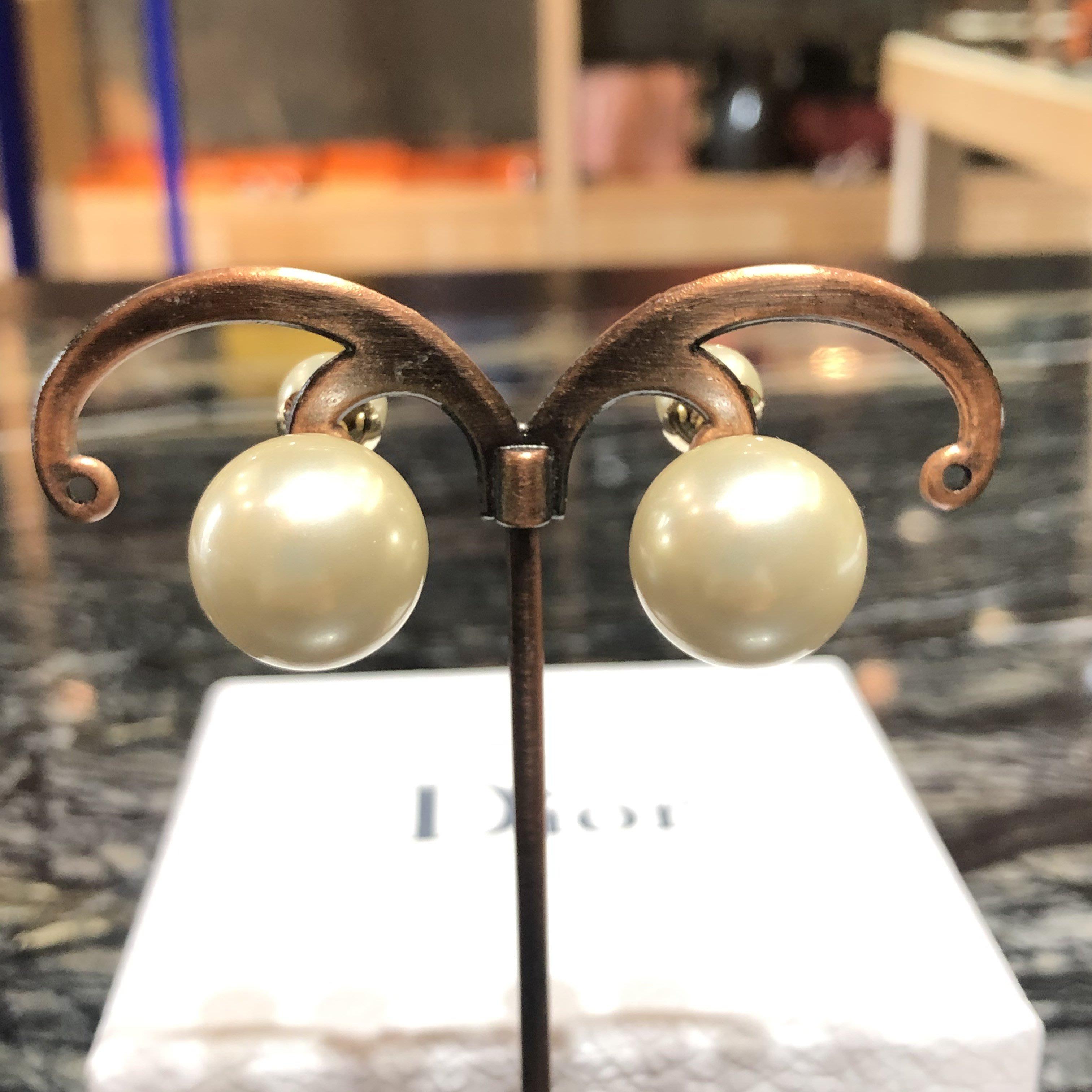 *金選名店*DIOR*D301 金色大珍珠耳針 / 耳環