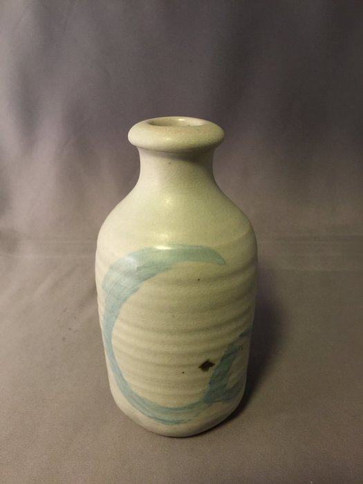 裕山[ 陶&茶 ]藝術.茶葉.茶器.--蔡家閎(嘉鴻)老師作品--青瓷花瓶.酒器014(7.8*7.8*13.9公分)