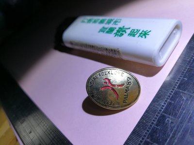 銘馨易拍重生網 108RF17 早期1989年 金屬製 lll 世界文化 紀念設計款立體圖徽章 精品飾品、配飾、擺飾如圖