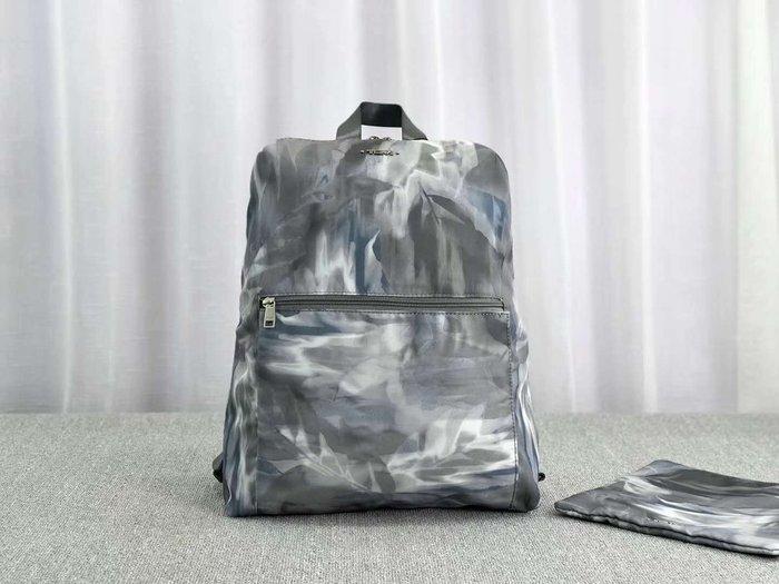 免運 新款 TUMI 196386 優雅藍灰 拉鍊簡約款 可摺疊收納 輕量防水後背包 大容量 防水 旅行 休閒 運動 背面可插行李箱 附收納袋 限量 推薦