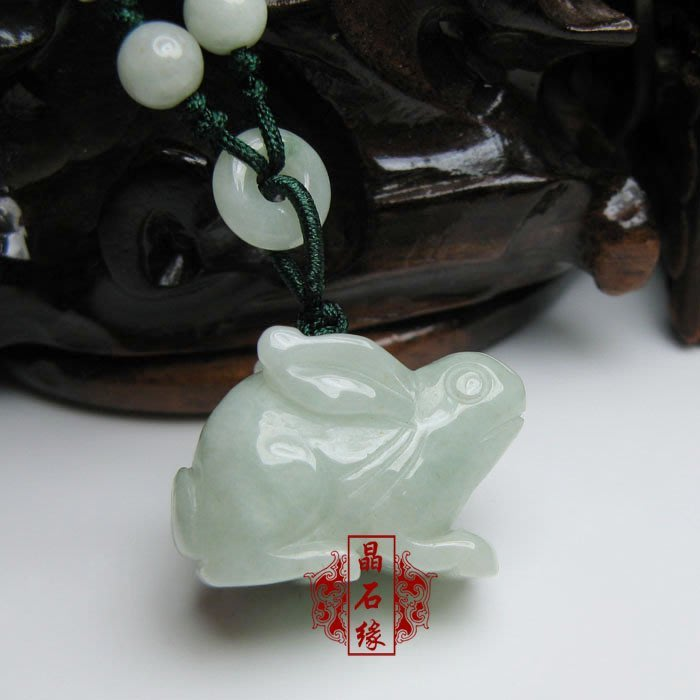 【月壺】天然翡翠十二生肖立體雕玉兔吊墜屬兔屬狗化太歲六合旺運狗兔守福