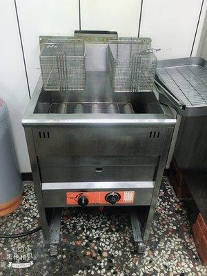 二手四門風冷冰箱、大行側烤爐、油炸台、兩台餐車、可單售
