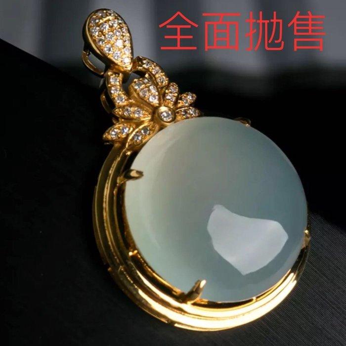[福報來了]冰種翡翠鴿子蛋 18K金鑽石吊墜 螢光起膠 果涷圓 重達7.44g 清澈地反射附近光源顔色(編號345)