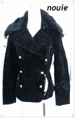 免運促銷。日本製nouie【全新專櫃商品】漾黑色 優雅個性風格亮金雙排圓釦可拆皮草毛領亮感天鵝絨短大衣/外套。