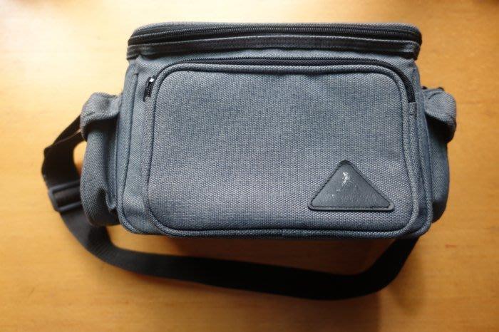 [C.M.平價精品館]相機/攝錄影機多功能保護袋/側揹袋