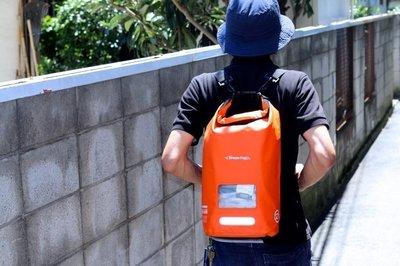 日本Stream Trail 戶外防水包/方塊圓桶包Dry Cube 10L 火焰橙Fire後背包(下雨登山騎車必備)