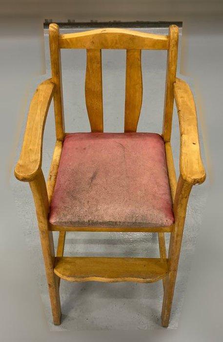 台中二手家具 大里宏品二手家具館 F112643*實木兒童椅* 來店消費滿3000元送二手椅子(送完為止) 中古家具買賣