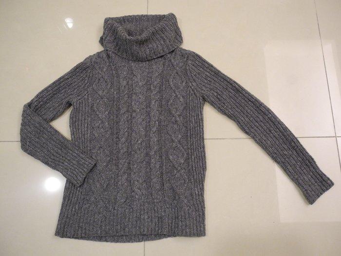 美國購買的Abercrombie & Fitch鬆糕領高雅深灰長袖毛衣 (美S) (相當於台灣的M號) 極新漂亮 無鬆弛