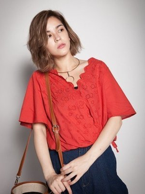 轉賣全新 Rika IN JP 【S133】Riche glamour浪漫花邊V領荷葉袖下擺綁帶上衣(橘紅色) KIKI